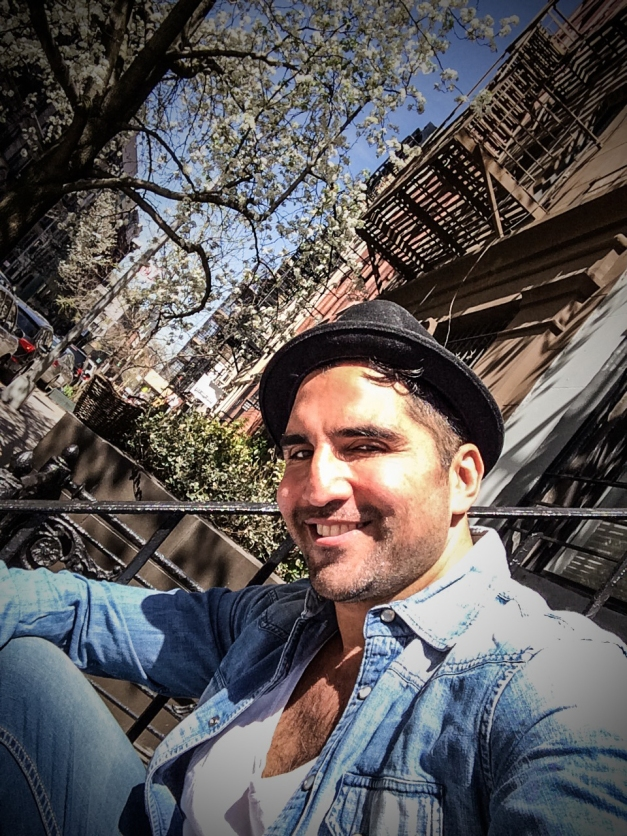 The Sun is shining and NYC is full of positive thoughts ! Don't forget to tune in on GOOGLE+ Hangouts ! 5PM ! for a interview with Rodrigo Otazu No te olvides Google+ Hangout esta tarder a las 5hrs !